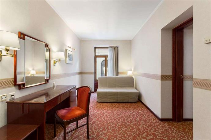 מלון רמדה מאגיסטיק בוקרשט Ramada Majestic Hotel  Bucharest City Centre,